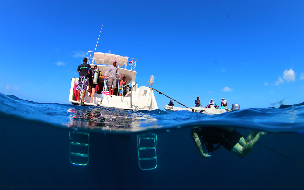 ベリーズのダイビングボート