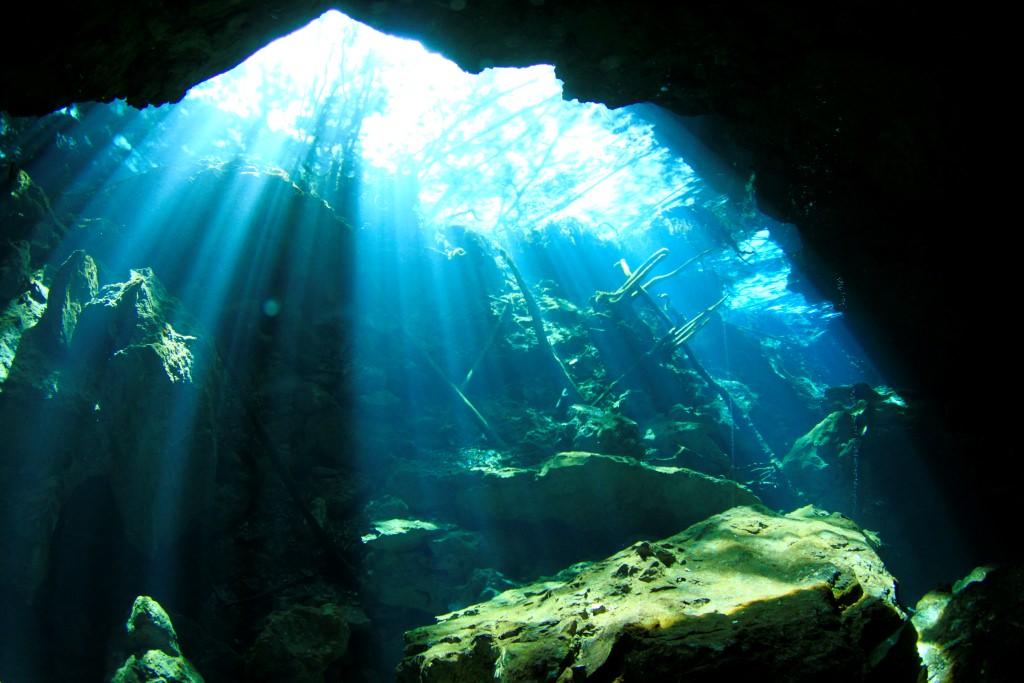 chac mool diving